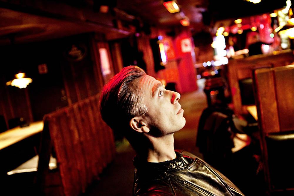 """Sylvester Larsen har udgivet sit første engelsk-sprogede album """"Shadows"""""""
